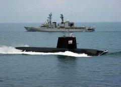 日潜艇进南海 中国可用其